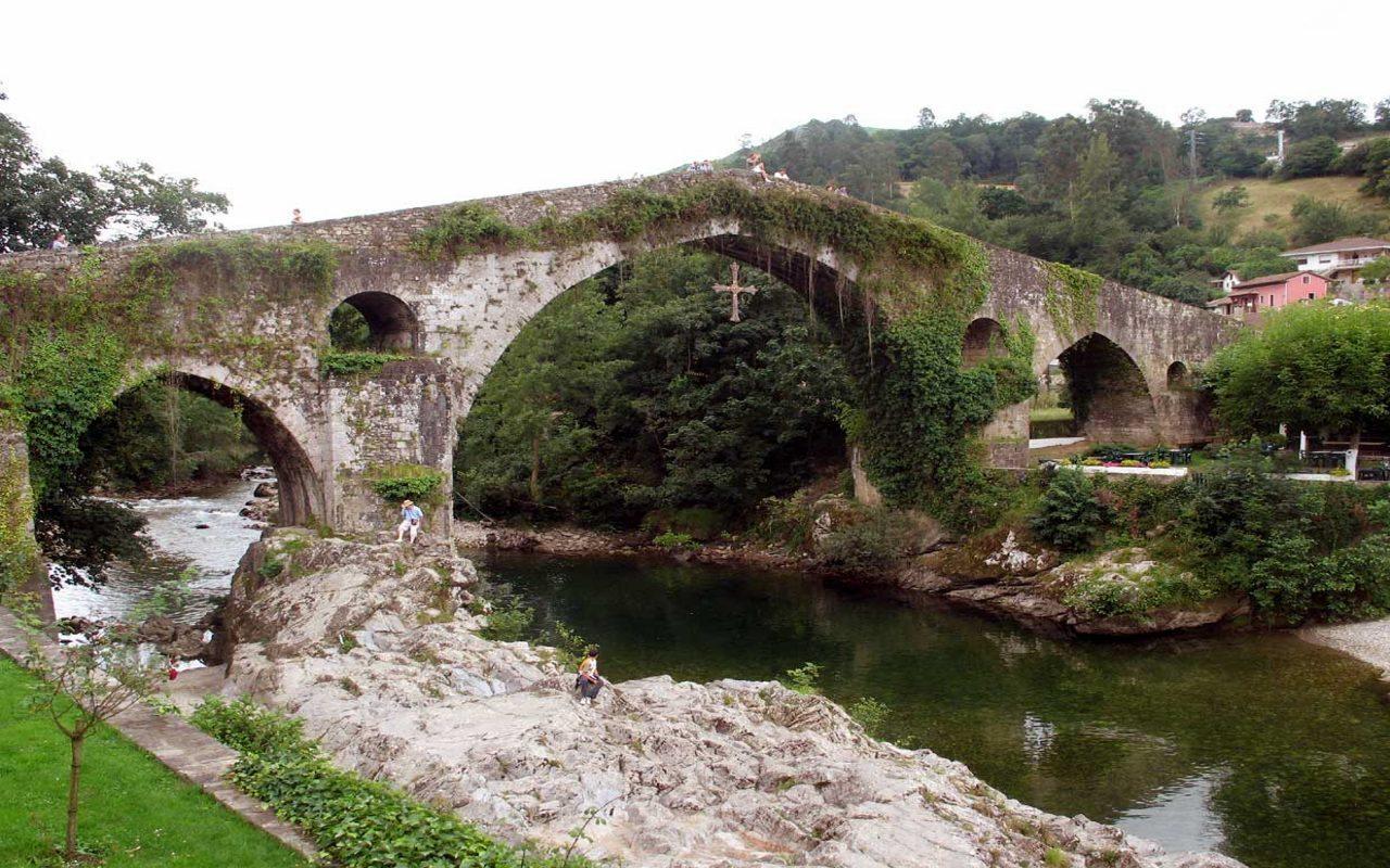 Puente_romano_de_Cangas_de_Onis_Asturias_Espana_Spain1